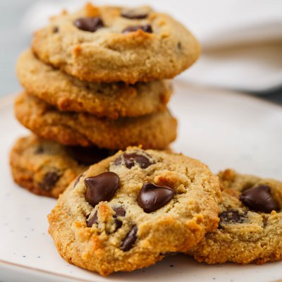 Almond Flour Dark Chocolate Chip Cookies